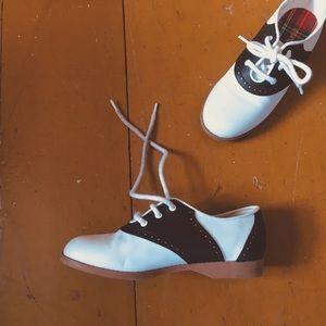 90s saddle shoes
